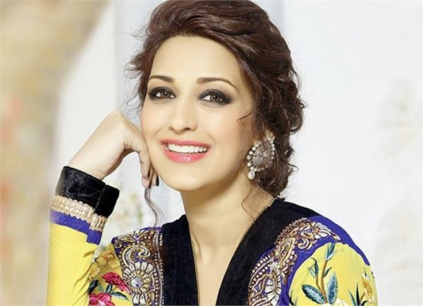 bollywood actress sonali bendre beauty secrets for glowing skin