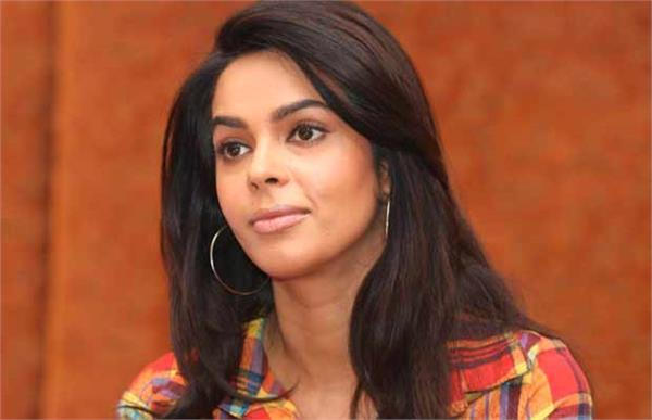 mallika sherawat broke silence over bold scenes in murder