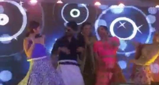 alia bhatt and shahid kapoor danced on the song sari ke fall sa at masabas sangeet ceremony