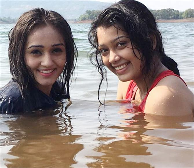bigg boss 9 ex contestant digangana suryavanshi outing with friends