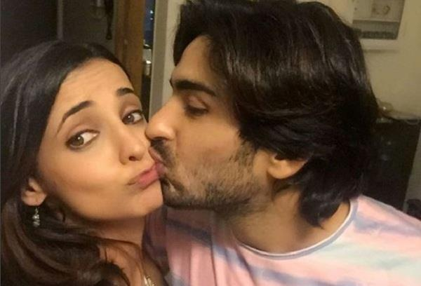 sanaya irani said women want to take a selfie and men just want to steal a kiss