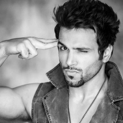rithvik dhanjani hosting india super dancer
