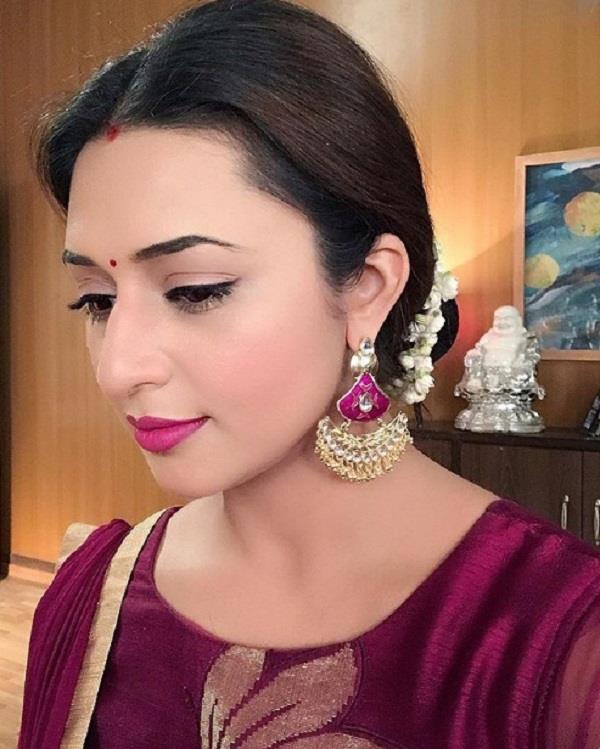 divyanka tripathi share her shareef bahu look