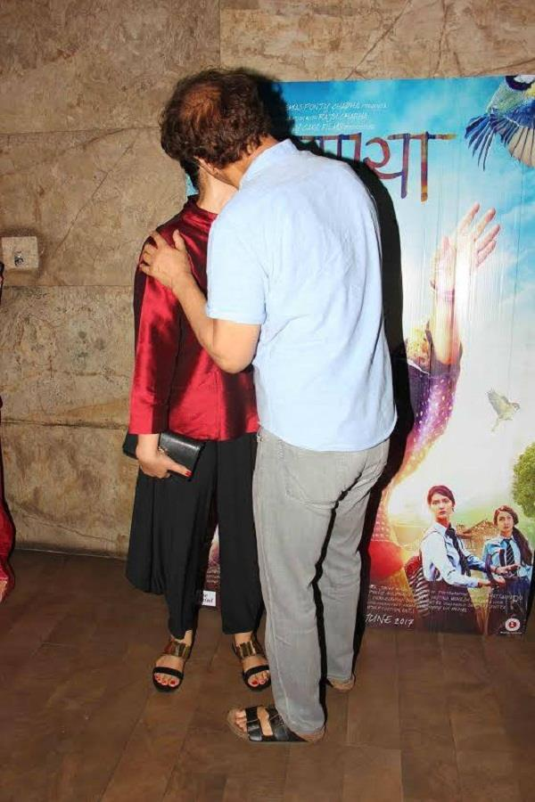 manisha and vidhu vinod chopra kiss at dear maya
