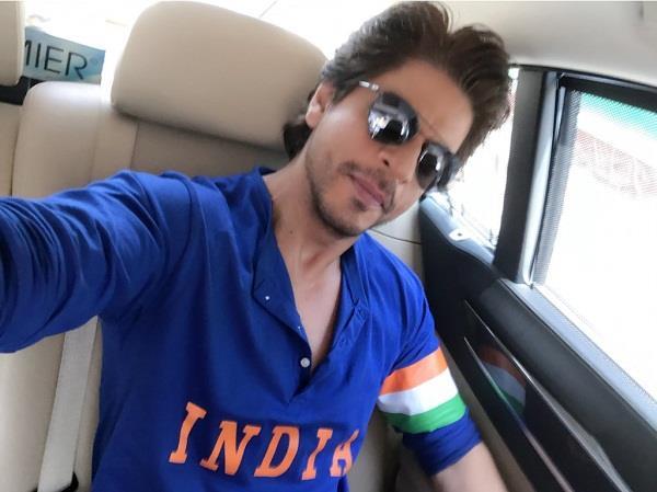 shah rukh khan arrives to watch india pakistan match
