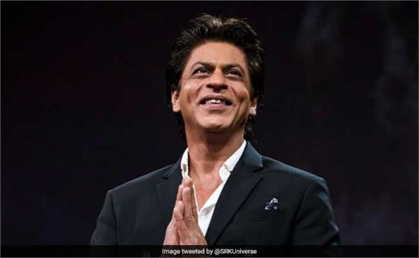 shah rukh khan shares picture from la not smoking in sanctioned area