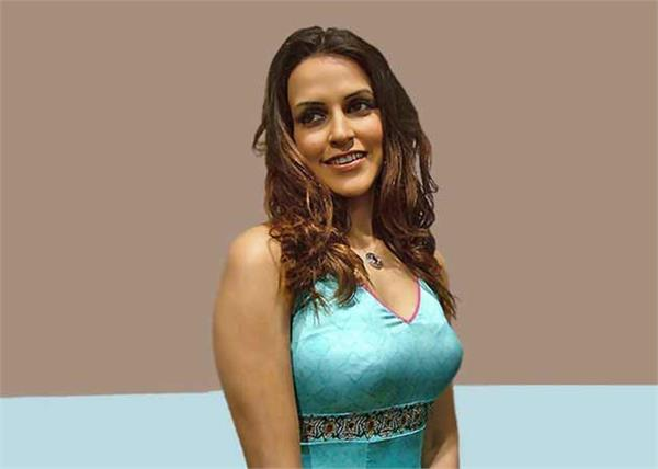 neha dhoopia mets car accident in chandigarh people started taking selfies tmov