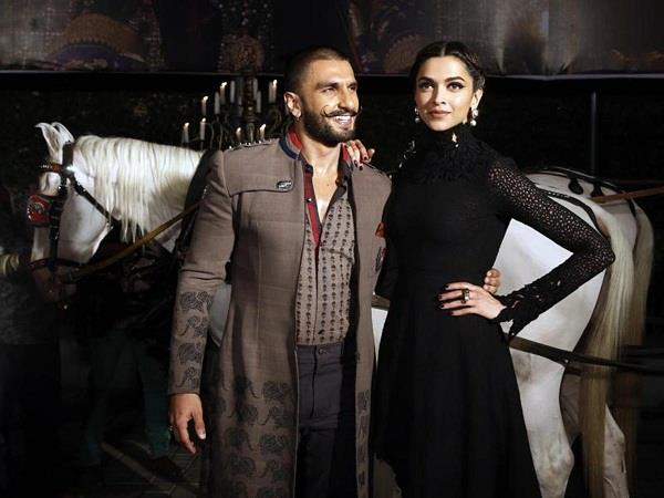 deepika and ranveer troll in social media for mistakes in hindi wedding card