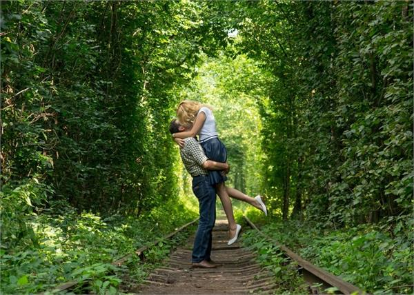 most romantic sight the tunnel of love