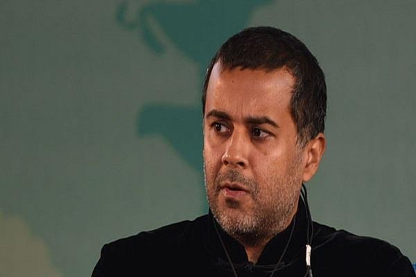 chetan bhagat apologize for viral chat screenshot
