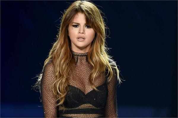 selena gomez hospitalized