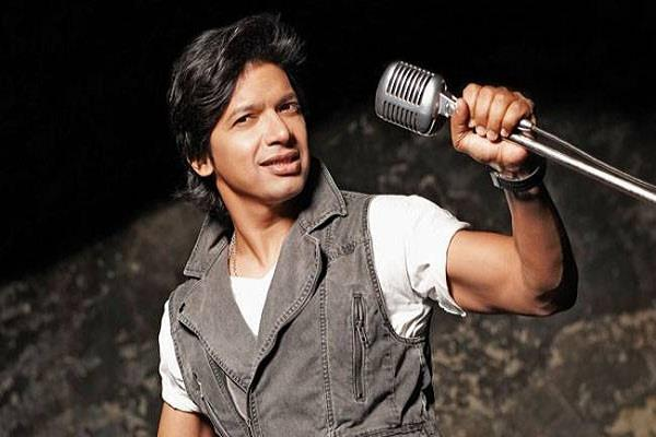 shaan attacked by paper roll on stage while performing in assam