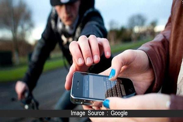 rs 15000 cash seized from two mobile phones and absconding