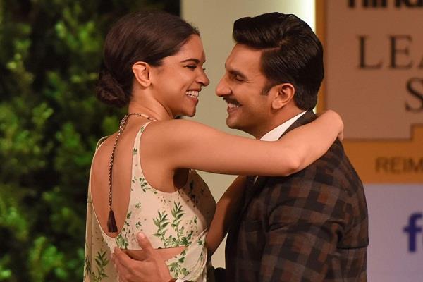 दीपवीर की शादी की तस्वीरें देखने के लिए तरसी फैंस की निगाहें, ट्विटर पर वायरल हुए मीम्स
