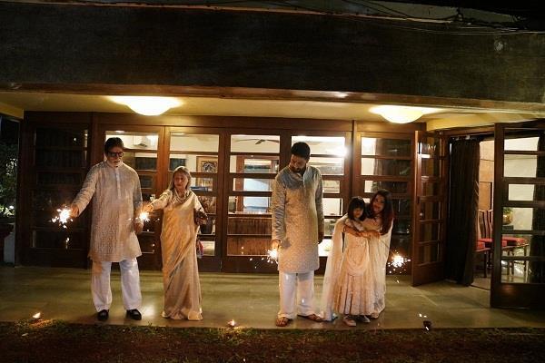 amitabh bachchan celebrate diwali with family