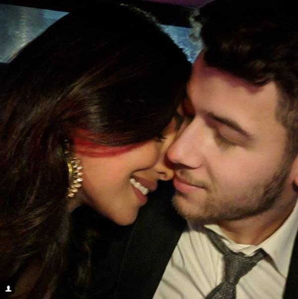 priyanka chopra share romantic picture with nick jonas