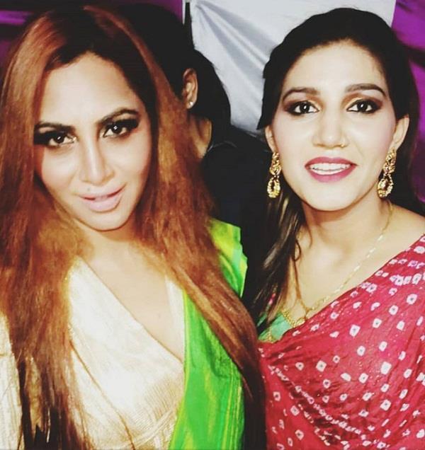 sapna choudhary and arshi khan at cwe wrestling