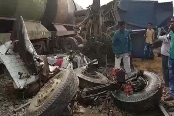 big skirmish on unnao railroad dumpar collided with petrol wagon train