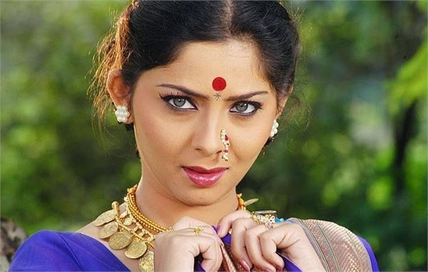 in marathi cinema story is the hero sonali kulkarni