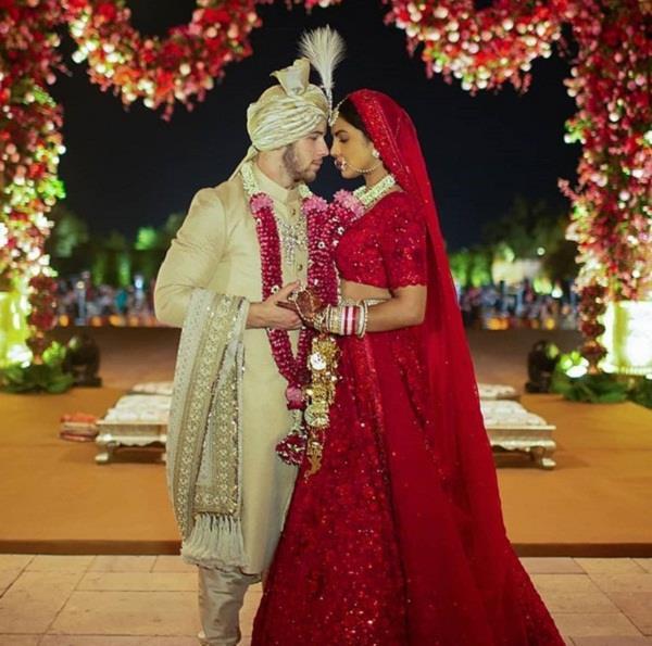 priyanka chopra wedding red lahenga