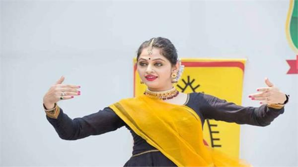 kathak is a popular classical dance of north india