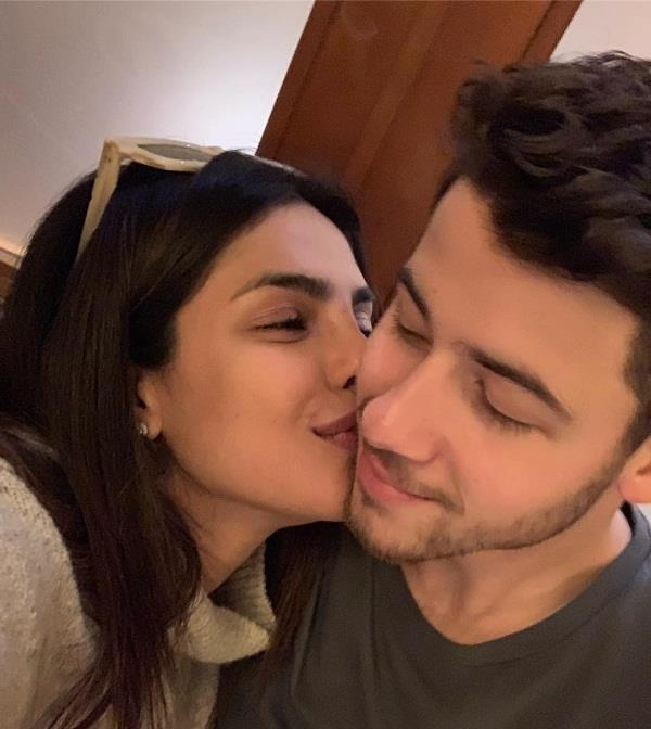 priyanka chopra nick jonas romantic picture