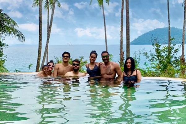 ajay devgan kajol enjoying vacations