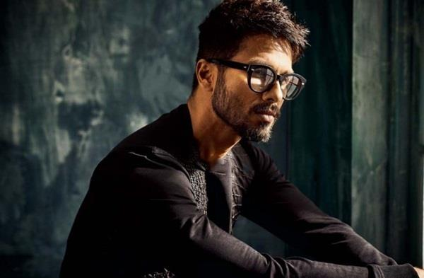 shahid kapoor opens up on stomach cancer