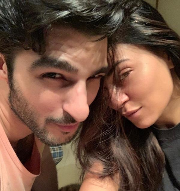 sushmita sen romantic picture with boyfriend rohman shawl