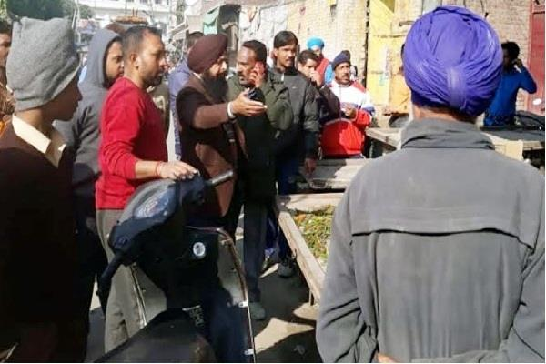 people clash team outside the bjp leader s shop