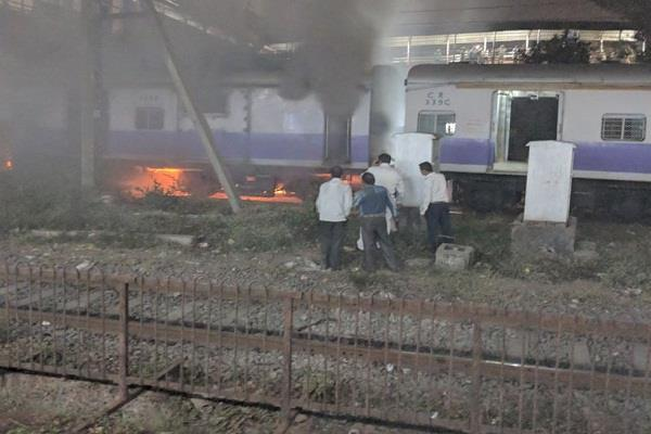 a fire in a suburban train compartment in dadar no casualties