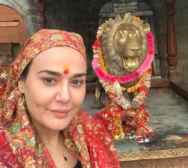 preity zinta share her photo on navratri special
