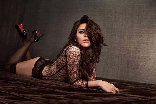 shama sikander looking hot in her latest picture