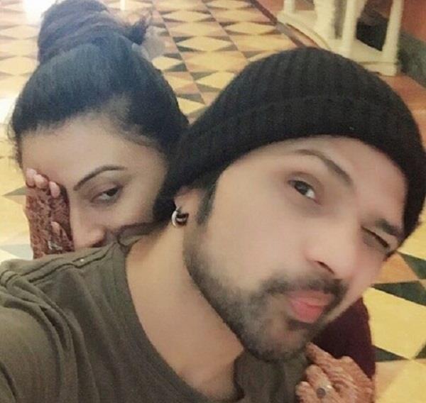 himesh reshammiya share honeymoon video with wife sonia kapoor