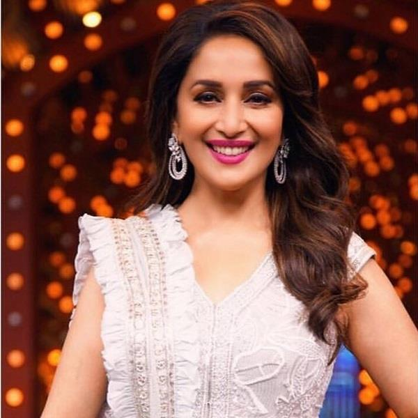 madhuri dixit on the sets of a dance reality show