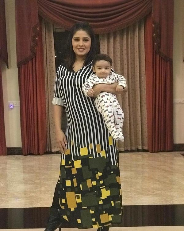 sunidhi chauhan share a picture of her baby boy