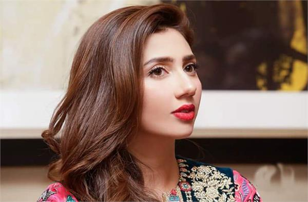 mahira khan shared her emotions on social media