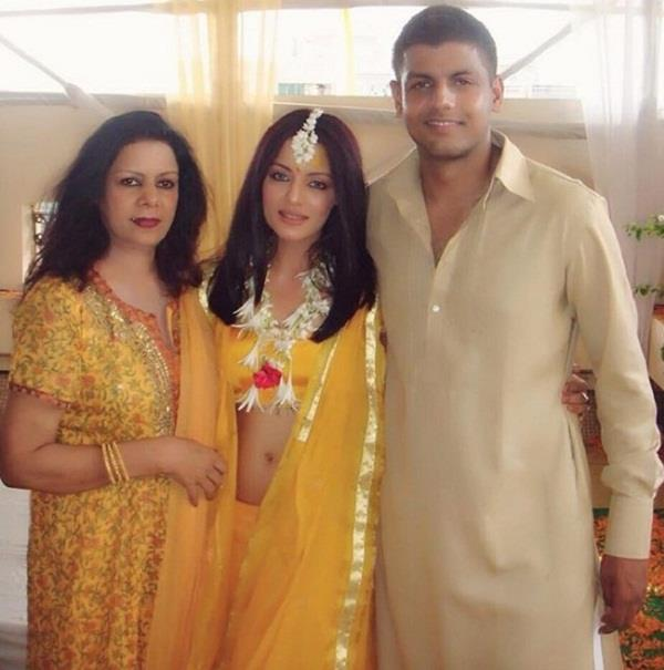 celina jaitly mother passes away