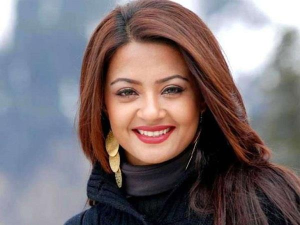 actress surveen chawala