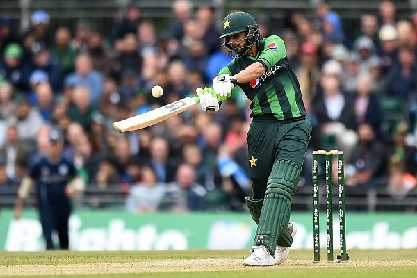 shoaib malik special achievement in international t20