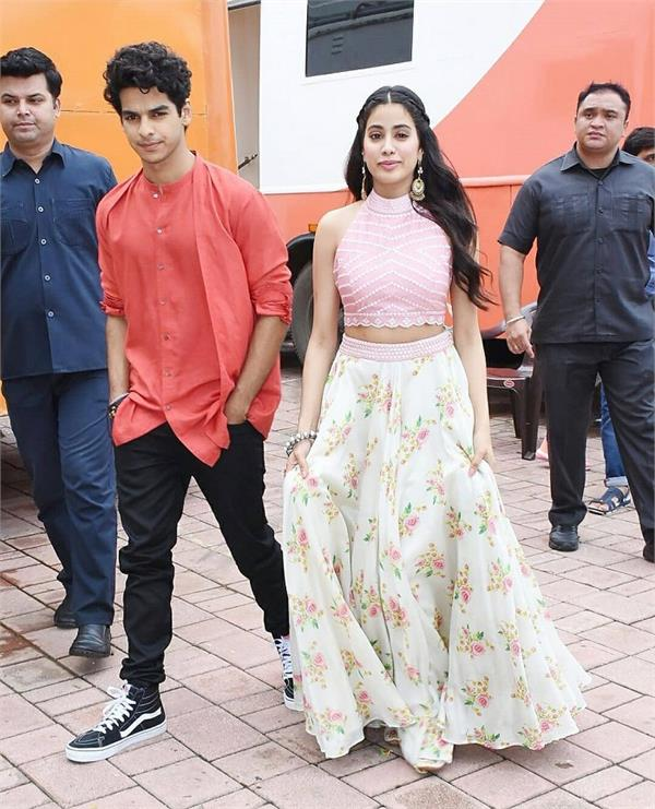 janhvi kapoor was photographed on the sets of a reality show