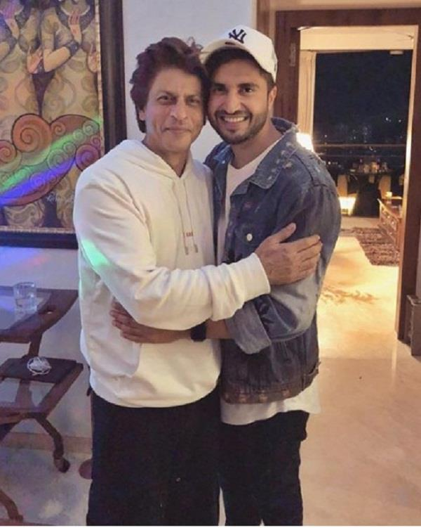 jassi gill share picture with shahrukh khan
