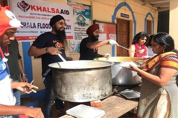 केरल में बाढ़ पीड़ितों की मदद के लिए रणदीप हुड्डा सहित कई फिल्म स्टार्स आए आगे