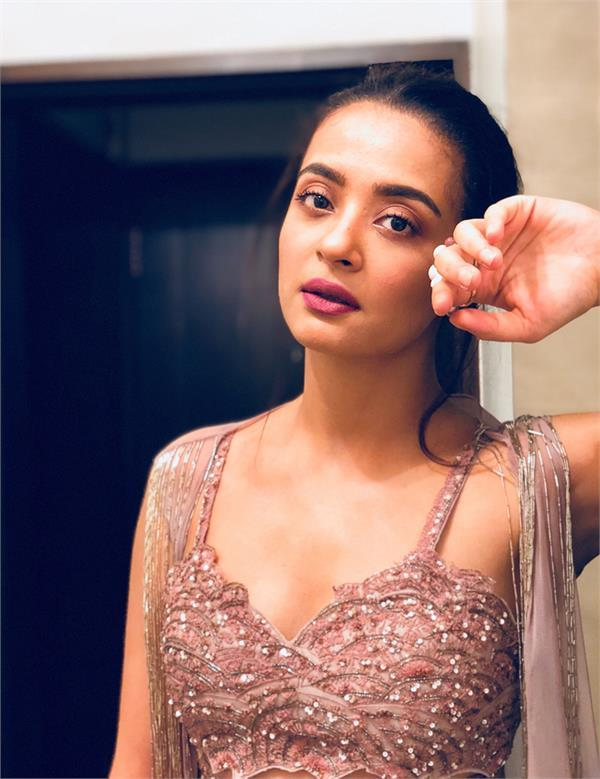 surveen chawla clean ct from court