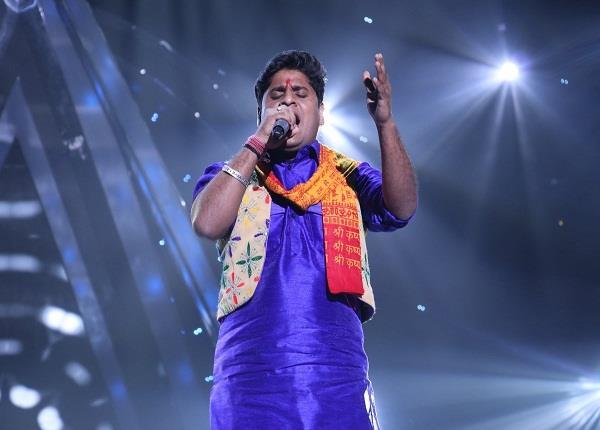 nitin singing in indian idol impress salman khan