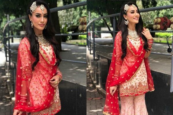 surbhi jyoti share glamorous pictures