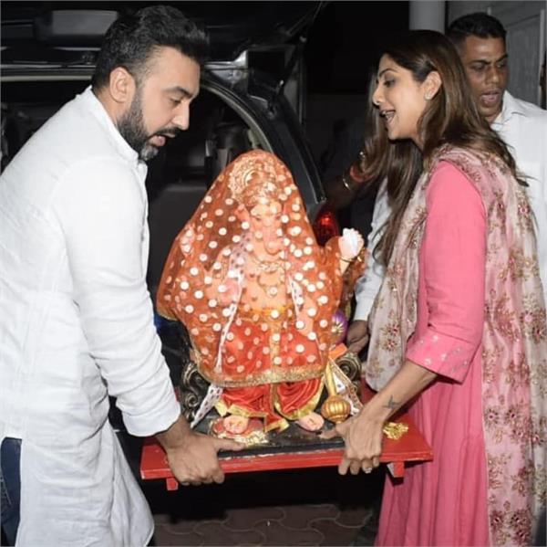 shilpa and sonu bring ganpati at their home