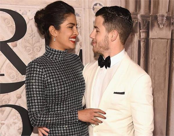 priyanka chopra and nick jonas make heads turn at new york fashion week