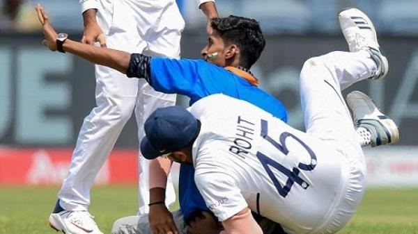 fan of rohit forcibly entered field the fans enjoyed the fun on social media