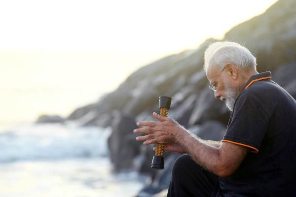 what is that modi was carrying in his hands when he at beach